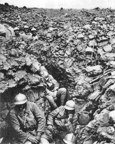 French soldiers of the 87th Regiment, 6th Division, at Côte 304, (Hill 304), northwest of Verdun, 1916.